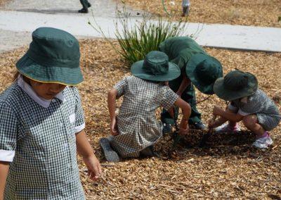 Kids_Gardening_02
